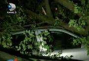 Noapte furtunoasa in Resita. Vantul a distrus acoperisurile caselor si a avariat mai multe masini