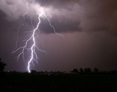 Furtuna a facut primele victime! Un tanar de 32 de ani, ucis de tabla smulsa de vant,...