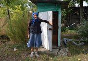 """Batranii din satele din Vaslui au internet de mare viteza, insa merg in continuare la WC in fundul curtii. Matusa Vergina: """"Am auzit si eu de internet, dar nu stiu la ce foloseste"""""""