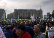 Cateva mii de oameni au protestat in Piata Victoriei. O parte a protestatarilor au mers in mars pana la Ministerul Sanatatii. Traficul in centrul Capitalei este blocat