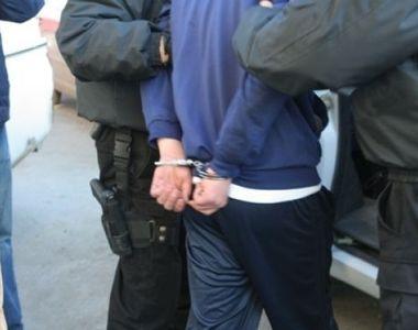 Un barbat a fost arestat preventiv dupa ce i-a injunghiat pe ginerele sau si pe fratele...