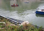 Caras-Severin: Scafandrii au oprit cautarile persoanelor care s-ar afla in masina cazuta in Dunare