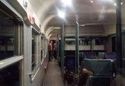 """Noapte de cosmar pentru calatorii care au plecat aseara cu trenul de la Bucuresti la Sibiu: """"Nu e curent, nu e apa, toaletele nu functioneaza. Am fost sfatuiti sa o luam pe jos"""""""