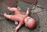 Bebelus de 18 luni, mort dupa ce a cazut de la etajul 6. O femeie de 23 de ani este principala suspecta