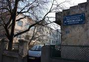 Scene socante la IML. Scandal din cauza unei persoane moarte, pe care familia, un clan de romi, vrea sa o ia acasa