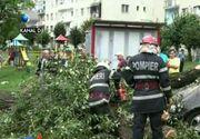 Bucuresti: Un copac a cazut peste o aripa a spitalului Obregia; pana la aceasta ora au fost doborati de vant 65 de copaci si au fost distruse 45 de masini