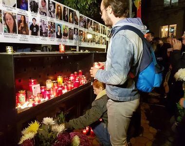 Peste o mie de oameni, intr-un mars al tacerii in memoria victimelor din Colectiv -...