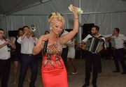 Stana Izbasa face adevarate averi pe la nunti si botezuri! Indragita interpreta din Banat are un tarif de mii de euro!