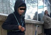 Adevarul despre baiatul de 10 ani care isi vinde jucariile in strada! A spus ca are nevoie de haine de iarna, ce au descoperit insa autoritatile