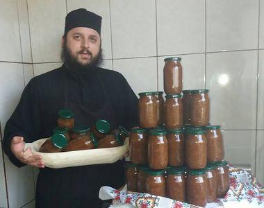 Parintele Efrem de la manastirea Dervent a pus la pastrat in camara mai multe borcane...