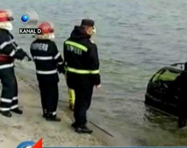 Masina misterioasa, scoasa din Lacul Morii de catre pompieri! Criminalistii au venit...