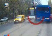 Autocar al Jandarmeriei, la un milimetru de un impact frontal cu tramvaiul 41