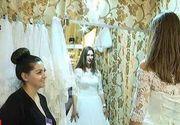 A inceput targul de nunti! Peste o suta de viitoare mirese au sarit sa prinda buchetul care le aducea un inel cu diamant