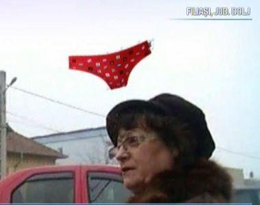 """Ornamente de Craciun care seamana cu lenjeriile intime in Filiasi: """"Au o forma..."""