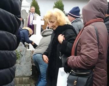 Incident neplacut la inmormantarea Stelei Popescu! Un barbat a cazut peste un loc de...