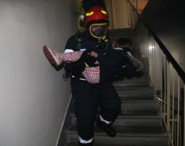Incendiu urias intr-un bloc din Bucuresti - Peste 50 de persoane au fost evacuate de...