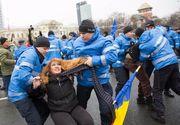 "Protestatara ridicata de jandarmi din Piata Victoriei: ""M-au impins, m-au strans de gat cu esarfa, m-au tras de par!"""
