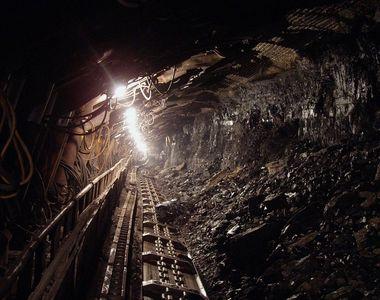 Un miner din Hunedoara a ramas prins sub un utilaj! Barbatul este blocat in mina...
