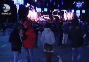 Cateva sute de persoane s-au adunat in Piata Victoriei, unde se afla si liderii partidelor de opozitiei si ai Platformei Romania 100