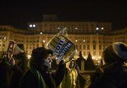 Romanii au iesit in strada! Manifestatii au loc in fata Palatului Parlamentului, dupa ce Camera Deputatilor a adoptat modificarea Statutului magistratilor si modificarea legii ANI
