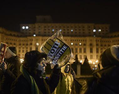 Romanii au iesit in strada! Manifestatii au loc in fata Palatului Parlamentului, dupa...