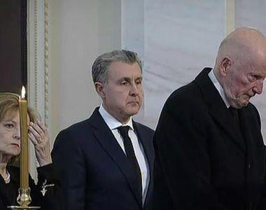 Regele Mihai, pentru ultima oara la Palatul Regal. Mii de bucuresteni au venit sa-i...