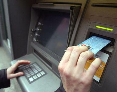 Ei sunt romanii care isi baga cardurile de sanatate in bancomat. Ce se intampla dupa e...
