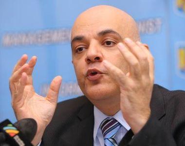 Panouri cu mesaje impotriva vaccinarii au aparut in mai multe orase! Raed Arafat:...