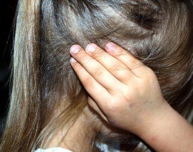 Un barbat din Galati a ajuns in arest dupa ce si-a batut fetita de 7 ani cu coada...