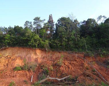 A luat-o pamantul la vale! Cel putin 13 morti in urma unei alunecari de teren!