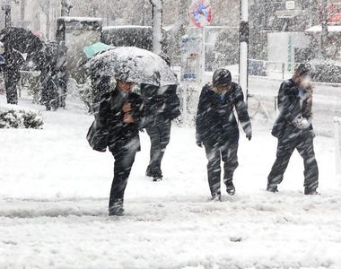 Iarna si-a intrat in drepturi! In Bucuresti se circula in conditii de iarna, mai multe...