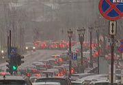 Un cosmar pentru soferii din Bucuresti. Prima ninsoare a cazut chiar in prima zi de scoala - Cum s-a circulat in capitala la prima ora a diminetii