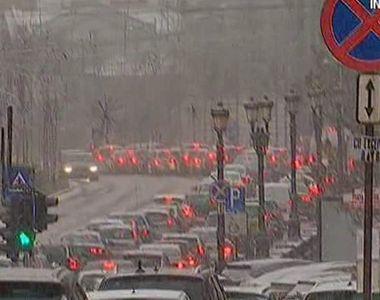 Un cosmar pentru soferii din Bucuresti. Prima ninsoare a cazut chiar in prima zi de...