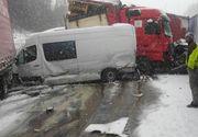 """Un sofer roman de tir a filmat un accident groaznic pe o sosea din Cehia. Peste 10 TIR-uri s-au ciocnit violent - """"Dezastru, frate"""" - Imaginile care te vor soca"""