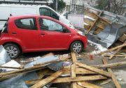 Prapad in Focsani! Vantul a smuls acoperisul unui bloc - Doua masini au fost aproape distruse