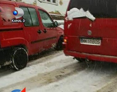 Constanta: Opt autovehicule blocate pe un drum national dupa ce un autotren a derapat,...