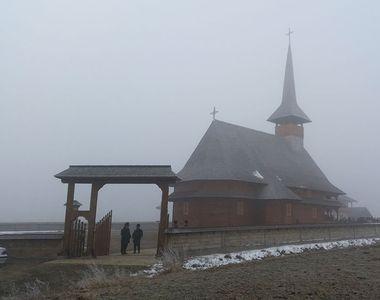 O biserica de lemn din Suceava s-a facut scrum! Pompierii s-au luptat ore in sir cu...