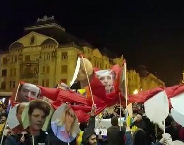 """Imagini inedite de la protest! Cativa manifestanti au confectionat """"caracatita..."""