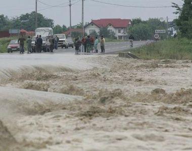 Dupa vremea calda, vin inundatiile! Meteorologii au emis COD GALBEN pentru 15 judete!