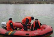Un calugar a ramas intr-o barca in mijlocul raului Mures!
