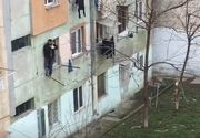 A avut zile! Un barbat din Tulcea a cazut de la etajul 4, dar s-a prins de uscatorul vecinei de la 2!