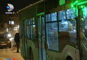 Atac sangeros intr-un autobuz din Iasi. Soferul a oprit masina si a inchis usile - Un elev a fost injunghiat si a ajuns la spital