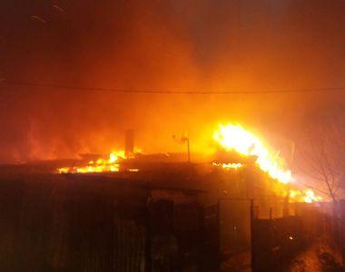 Incendiu devastator in Medgidia! Zece locuinte au fost cuprinse de flacari – Peste 40...