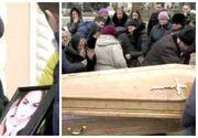 """""""Nu te duce in pamant! Durere fara margini la inmormantarea Anastasiei Cecati. Mama tinerei a avut nevoie de ingrijiri medicale"""