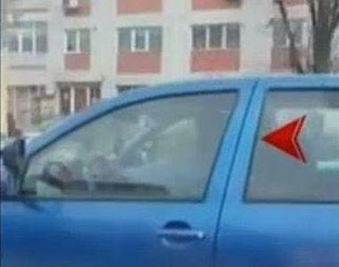 Un barbat din Constanta a fost surprins in timp ce conducea de pe locul din dreapta,...