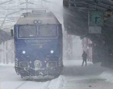 Gerul si ninsoarea au paralizat toate mijloacele de transport! A fost prapad in gari si...