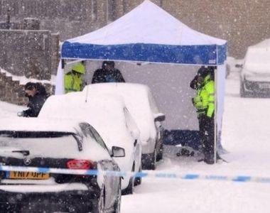 Trupul unei femei a fost gasit, ascuns in nameti, sub o masina. Politistii au deschis o...