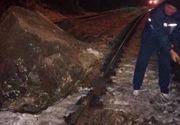 Circulatia feroviara a fost oprita pe o ruta din Banat, dupa ce mai multe stanci au cazut pe calea ferata