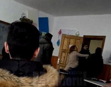 Scandal intr-un liceu din Suceava! Un elev a fost palmuit si injurat de profesoara de...