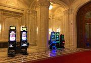 """Mai multe """"pacanele"""" au aparut pe holurile Parlamentului Romaniei - Explicatia din spatele fotografiilor"""